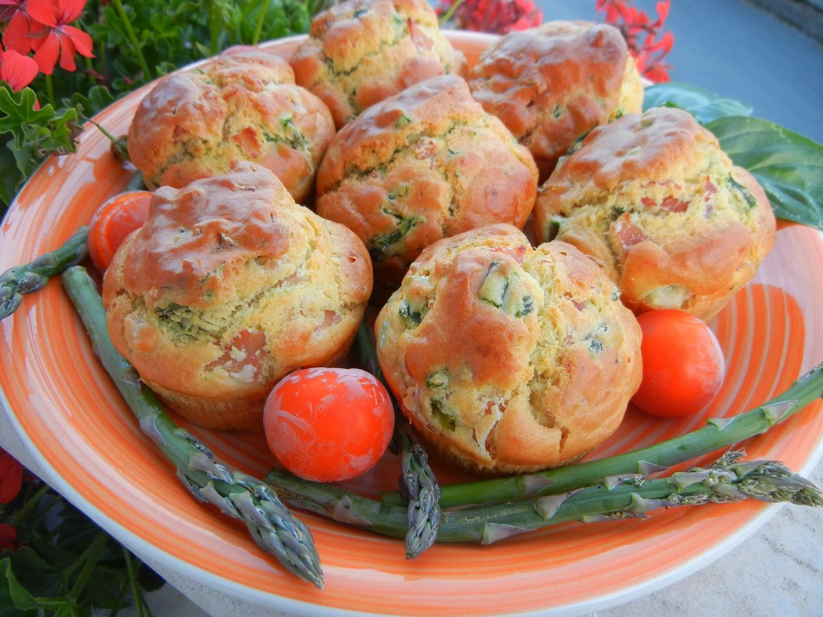 Muffins salati con asparagi e prosciutto cotto di Praga