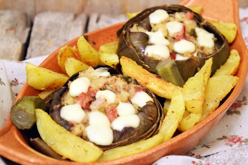Carciofi ripieni con pancetta e contorno di patate