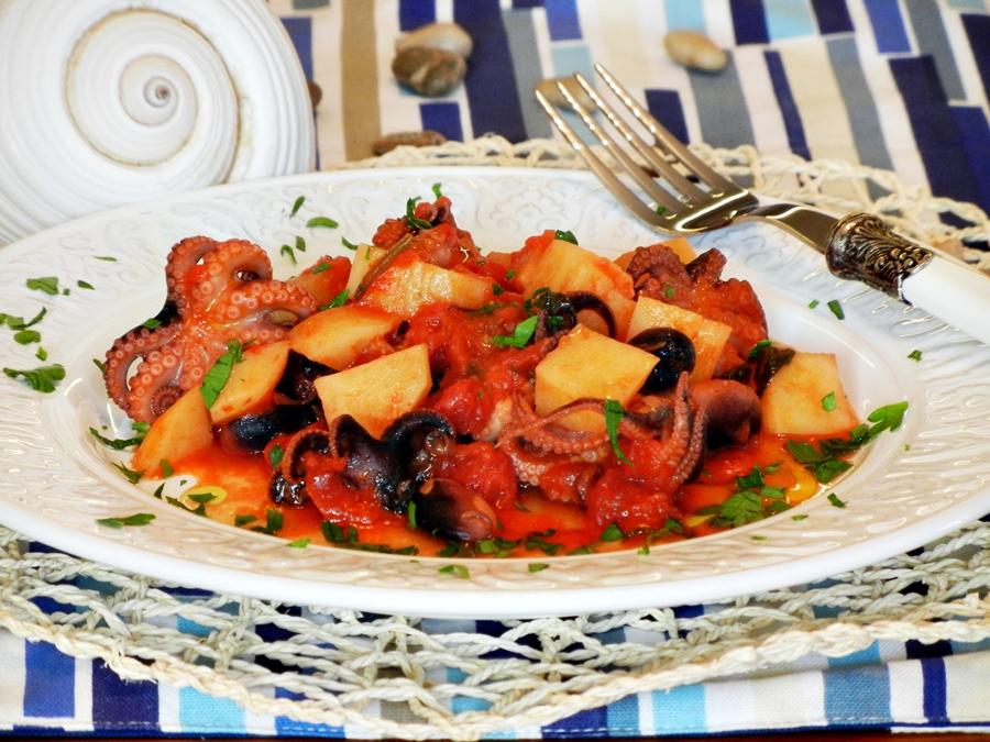 Polipetti affogati con patate e rosmarino