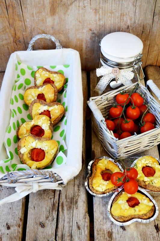 Cuoricini salati con formaggio di capra, pomodori e basilico per #re-cake2.0