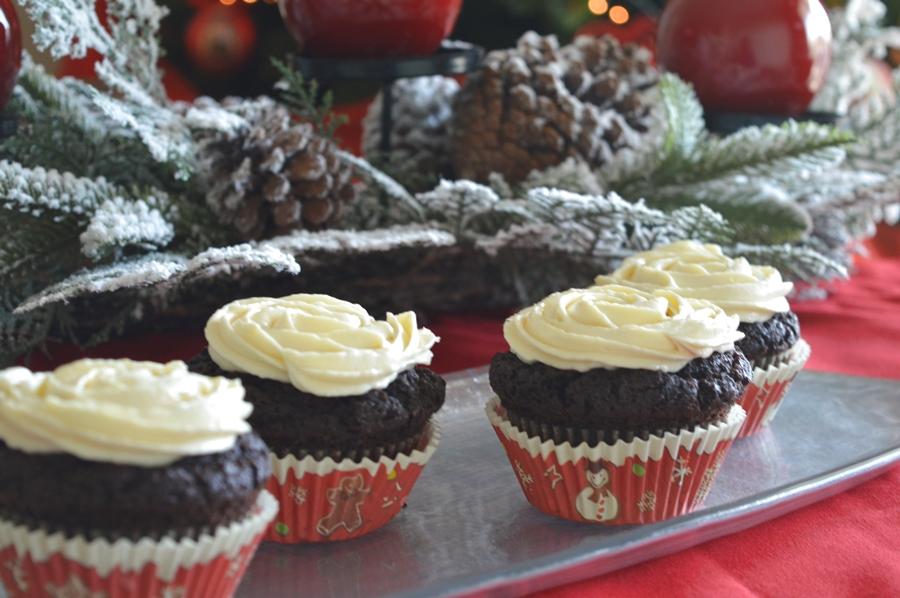 Cupcakes al cioccolato con frosting al Bailey's