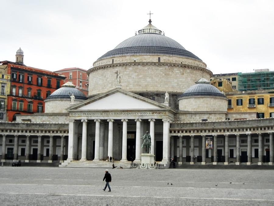Napoli: solare, gioiosa, accogliente e gustosa!