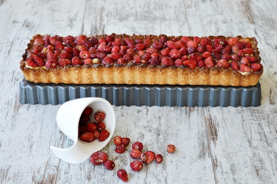 Crostata con crema pasticcera e fragoline di bosco