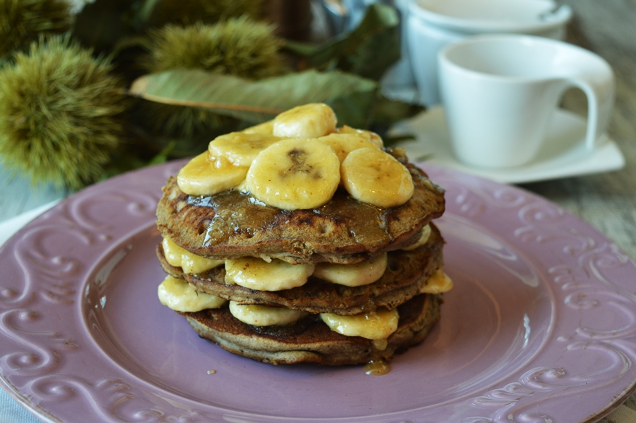 Pancakes alle castagne con banane caramellate – Vegan