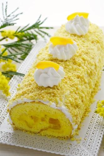Rotolo mimosa, crema pasticcera e pesche
