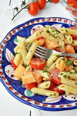 Pasta fredda con pomodorini, melone e yogurt